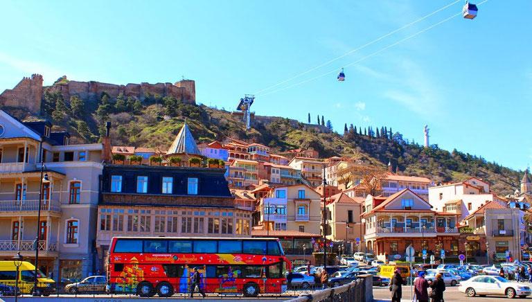 Туристы и Тбилиси